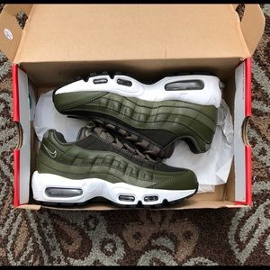 Air Max 95 Sequoia Olive Green Women's Size 6.5